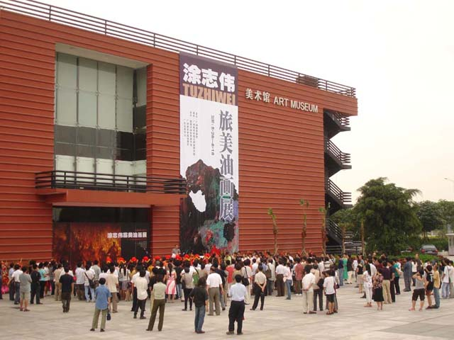 01 The Opening of Zhiwei Tu Art Exhibition in the Museum of Guangzhou Academy of Fine Art in China on May 26, 2006