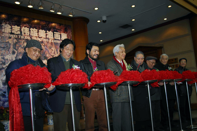 08 Cutting the ribbon at the opening ceremony