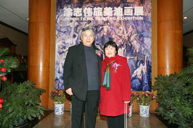 12 The Artist, Zhiwei Tu\'s wife Danni Hu helping the show